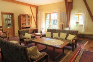 Ein Sitzbereich in der Unterkunft Haus Falkenhof