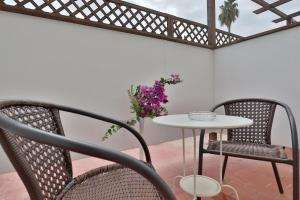 A seating area at Hotel Oasis