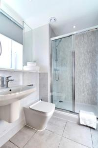 A bathroom at Chapel Riverside By Flying Butler