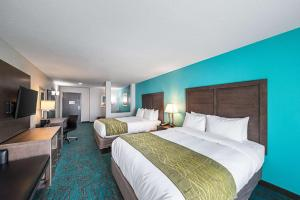 A bed or beds in a room at Comfort Inn & Suites Oklahoma City near Bricktown