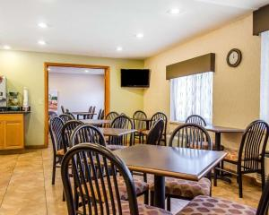 A restaurant or other place to eat at Quality Inn Harrisburg - Hershey Area
