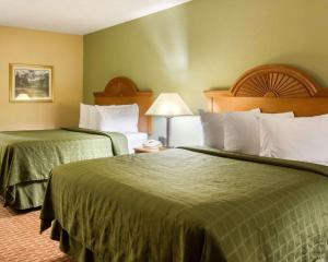 A bed or beds in a room at Quality Inn South Hill I-85