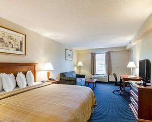 A bed or beds in a room at Quality Inn Troutville - Roanoke North