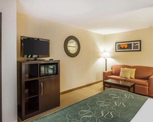 A television and/or entertainment center at Comfort Suites Wenatchee Gateway