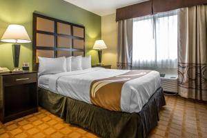 A bed or beds in a room at Quality Inn & Suites Marinette