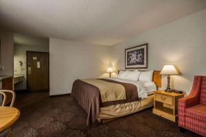 A bed or beds in a room at Comfort Inn Fond Du Lac