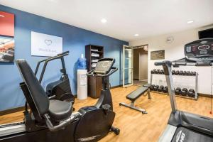 The fitness center and/or fitness facilities at Comfort Suites at Par 4 Resort