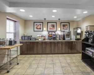 A restaurant or other place to eat at MainStay Suites Casper