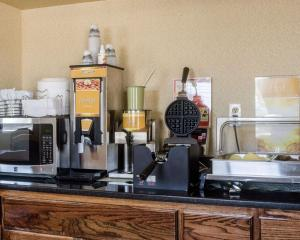 A kitchen or kitchenette at Quality Inn I-70 at Wanamaker