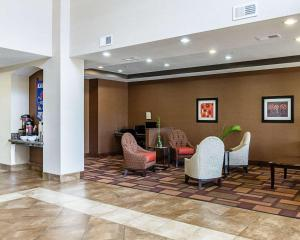The lobby or reception area at Comfort Inn & Suites Lawrence