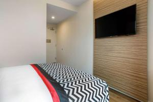 A bed or beds in a room at Insignia Hotel, Ascend Hotel Collection