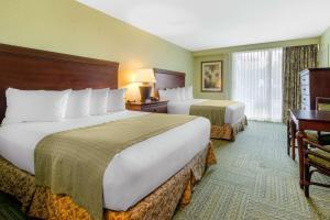 A bed or beds in a room at Treasure Bay Resort & Marina