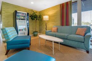 A seating area at Treasure Bay Resort & Marina