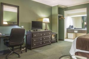 A television and/or entertainment center at Rodeway Inn King William Huntsville