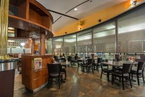 A restaurant or other place to eat at Quality Inn & Suites Yellowknife