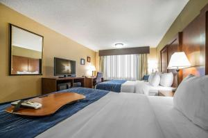 A bed or beds in a room at Comfort Inn Grand Junction I-70