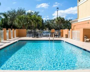 The swimming pool at or near Comfort Inn Fort Myers Northeast