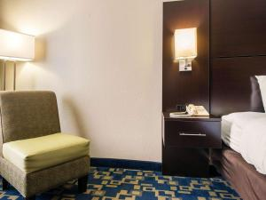 A bed or beds in a room at Comfort Inn & Suites Near Universal Orlando Resort-Convention Ctr