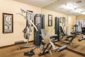 The fitness centre and/or fitness facilities at Comfort Inn & Suites Near Universal Orlando Resort-Convention Ctr