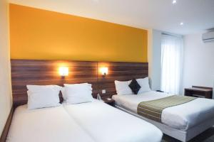 A bed or beds in a room at Comfort Hotel Cecil Metz Gare