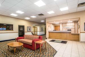 The lobby or reception area at Quality Inn Morris I-80