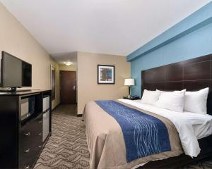 A bed or beds in a room at Comfort Inn & Suites Springfield I-55