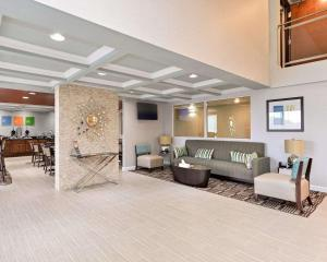 The lobby or reception area at Comfort Inn & Suites Springfield I-55