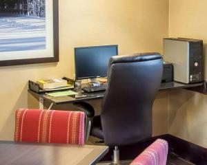 The business area and/or conference room at Comfort Inn Lawrenceburg