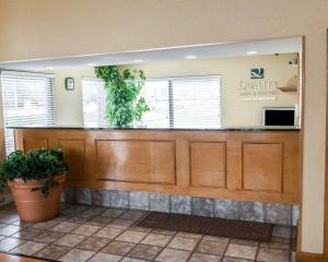 The lobby or reception area at Quality Inn and Suites Indianapolis