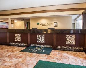 The lobby or reception area at Quality Inn Airport