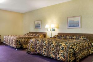 A bed or beds in a room at Rodeway Inn Wahpeton
