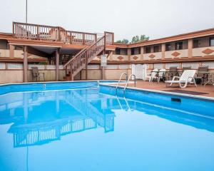 The swimming pool at or near Rodeway Inn Point Pleasant