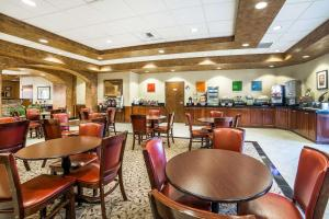A restaurant or other place to eat at Comfort Inn & Suites Henderson - Las Vegas