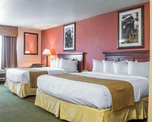A bed or beds in a room at Quality Inn Winnemucca- Model T Casino