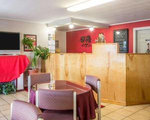 A restaurant or other place to eat at Econo Lodge Malone