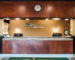 El vestíbulo o zona de recepción de Quality Inn Buffalo Airport