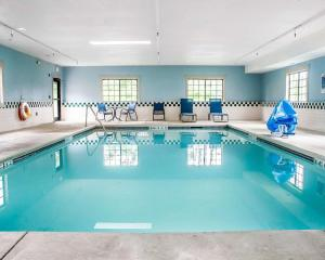The swimming pool at or near Comfort Inn & Suites Hamburg