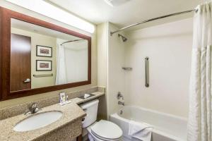 A bathroom at Comfort Inn Medford