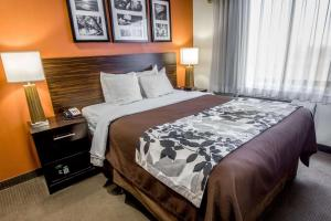 A bed or beds in a room at Sleep Inn JFK Airport Rockaway Blvd Jamaica