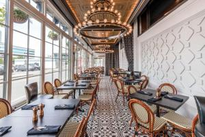 A restaurant or other place to eat at Curtiss Hotel, Ascend Hotel Collection