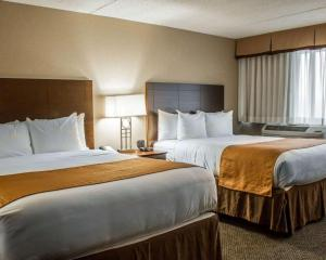 A bed or beds in a room at Comfort Inn & Suites Wadsworth