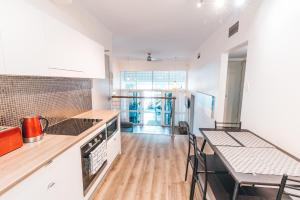 A kitchen or kitchenette at Inner City Oasis