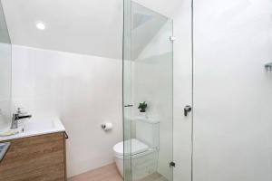 A bathroom at Garden Studio, Minutes Walk from St Leonards Station - NBN01