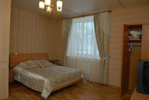 A bed or beds in a room at Guest House Kusimovskiy Rudnik