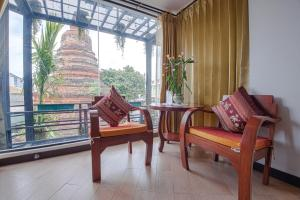 A seating area at Chedi Home