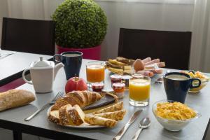 Options de petit-déjeuner proposées aux clients de l'établissement The Originals City, Hôtel Éclipse, Lyon Est (Inter-Hotel)
