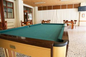 A pool table at INATEL Santa Maria Da Feira