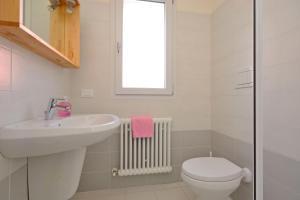 A bathroom at Bellarosa