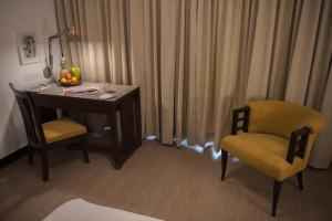 A seating area at Hotel Sunderban Resort & Spa