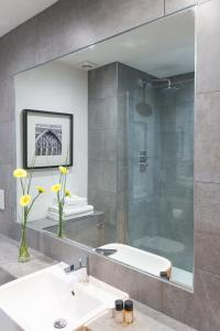 A bathroom at Best Western Atlantic Hotel